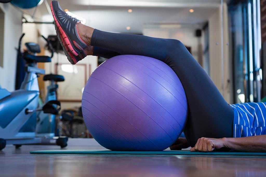 Rücken Training mit Gymnastikball - Reaktiv Rücken